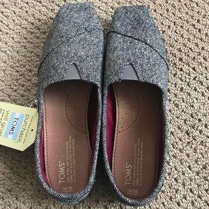 """Toms """"classic karsen"""" slip-on never worn"""